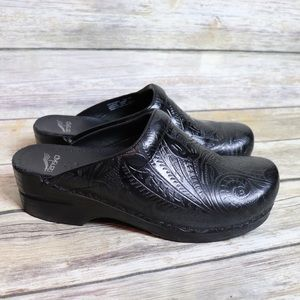 Dansko Tooled Professional Clogs Size 41 Like New